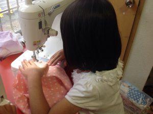 スカート縫製中
