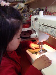 幼児クラス縫製風景