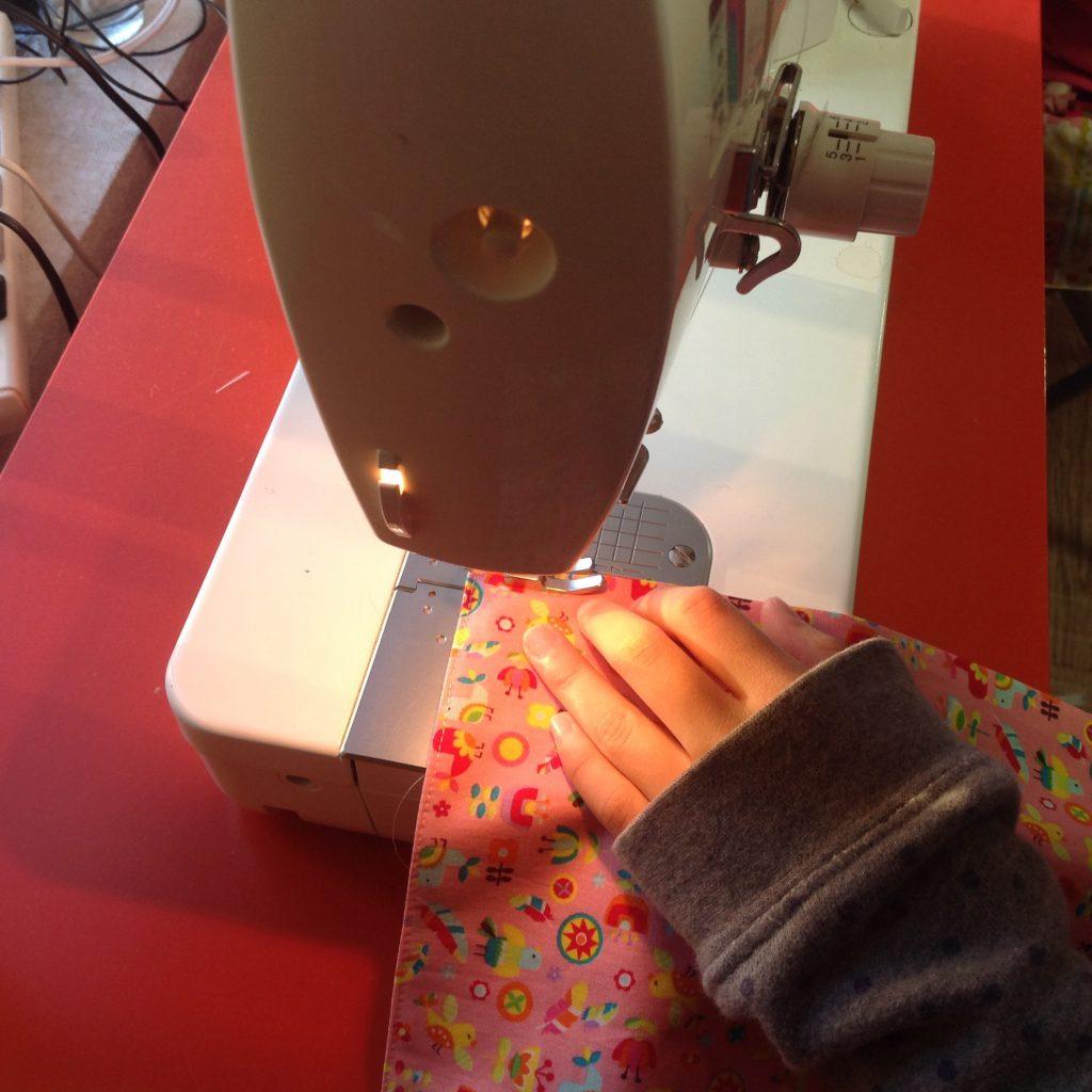 ハンカチ縫製風景