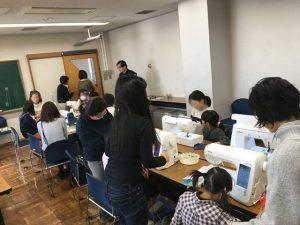 武蔵野市民会館で開催されている「遊びのミニ教室」風景